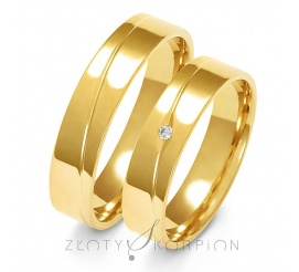 Klasyczny komplet obrączek ślubnych z żółtego złota 14-karatowego z efektowną linią oraz olśniewajacą cyrkonia Swarovski Elements lub wiecznym brylantem