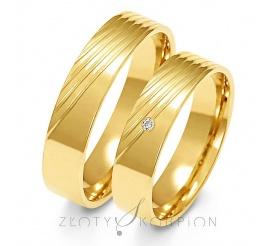 Elegancki komplet obrączek ślubnych z żółtego złota próby 585 z ozdobnymi liniami, oraz  cyrkonią Swarovski Elements lub brylantem - szerokość 5 mm