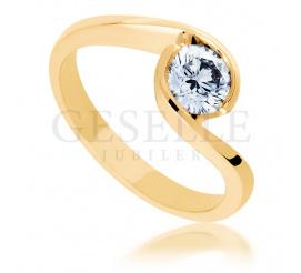 Okazały pierścionek zaręczynowy z niezwykłym brylantem o masie 0,50 ct