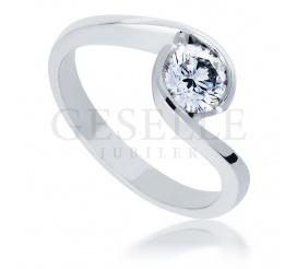 Pełnia blasku! - luksusowy pierścionek zaręczynowy z niezwykłym brylantem o masie 0,50 ct