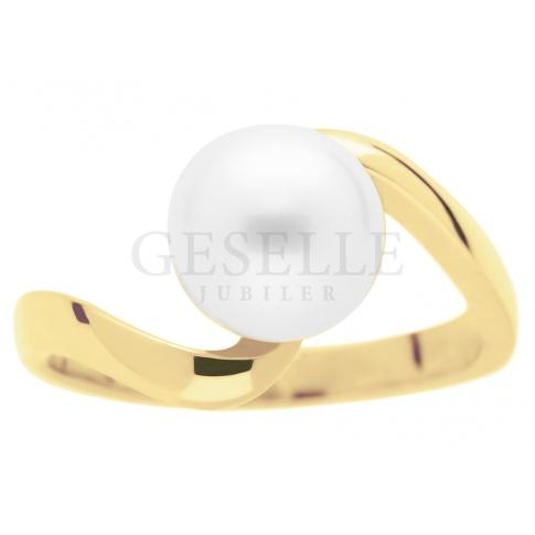 Fantazyjny pierścionek z żółtego złota z białą perłą hodowlaną