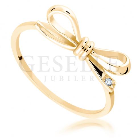 02f88629213e91 Dziewczęcy pierścionek Kokardka z żółtego złota próby 585 z wiecznym  brylantem 0,01 ct - Pierścionki zaręczynowe - GESELLE Jubiler