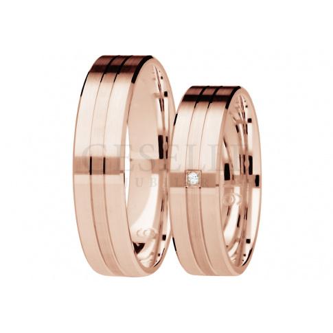 Niebanalna para obrączek ślubnych z różowego złota z brylantem