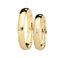 Nowoczesny komplet obrączek z żółtego złota z dwoma brylantami - kolekcja You&Me