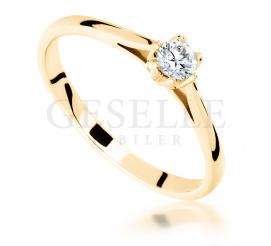 Olśniewający pierścionek zaręczynowy z kolekcji GESELLE Jubiler z brylantem 0,16 ct - ponadczasowy klasyczny styl