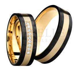 Wyjątkowy i pełen blasku komplet obrączek ślubnych z połączenia karbonu i żółtego złota w próbie 585 (14K) z rzędem lśniących cyrkoni Swarovski elements w oprawie jubilerskiej