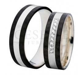 Urzekająca para pełnych blasku obrączek ślubnych wykonanych z karbonu i srebra ozdobiona dziewięcioma cyrkoniami Swarovski Elements w oprawie jubilerskiej