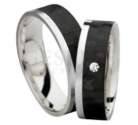 Elegancka i urzekająca para obrączek ślubnych z czarnego karbonu w połączeniu z szlachetnym srebrem i białą cyrkonią Swarovski Elements