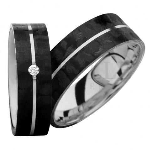 Perfekcyjne połączenie karbonu i srebra zwieńczone zostało białą cyrkonią Swarovski Elements - obraczki ślubne dla Nowożeńców