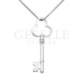 Wyjątkowa zawieszka kluczyk do serca, wykonana z białego złota próby 585 - wspaniały pomysł na prezent!