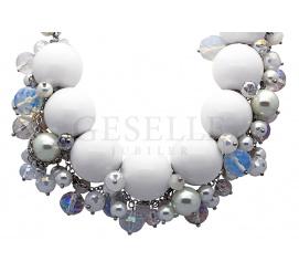 Olśniewający naszyjnik stworzony z połączenia pereł hodowlanych, opali i kryształów Svarowskiego ze srebrnym zapięciem
