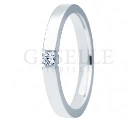 Złoty pierścionek - obrączka ESSENCE II z brylantem o masie 0.05 ct