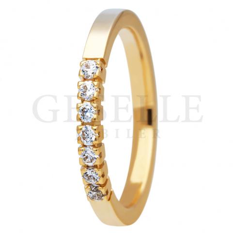 Niebanalny pierścionek ESSENCE II z siedmioma brylantami po 0.03 ct w całości wykonany z żółtego złota