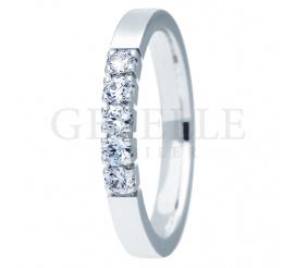 Śliczny pierścionek zaręczynowy ESSENCE II z białego złota 14K oraz lśniące brylanty
