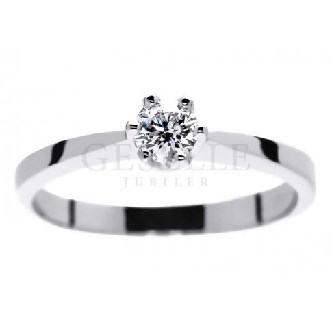 Klasyczny pierścionek zaręczynowy z białego złota z brylantem o masie 0.25 ct