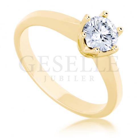 Wyjątkowy pierścionek zaręczynowy w klasycznym stylu z lśniącym brylantem 0.50 ct