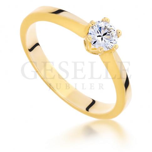 Wyjątkowy pierścionek zaręczynowy wykonany ze złota z brylantem o masie 0.25 ct