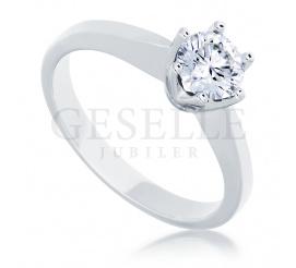 Klasyczny pierścionek z białego złota z wyjątkowym brylantem 0,50 ct - pomysł na zaręczyny