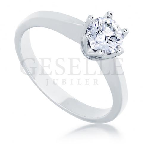 Klasyczny pierścionek z białego złota z wyjątkowym brylantem 0.50 ct - pomysł na zaręczyny