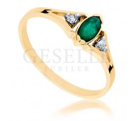 Niezwykły pierścionek zaręczynowy ze szmaragdem i brylantami w stylu retro
