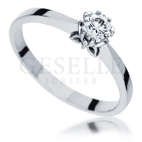 Klasyczny pierścionek zaręczynowy - białe złoto i brylant 0.30 ct - dla wyjątkowych kobiet