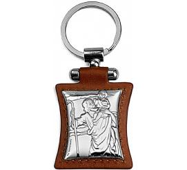 Srebrny brelok ze skórzanymi elementami z wizerunkiem Świętego Krzysztofa