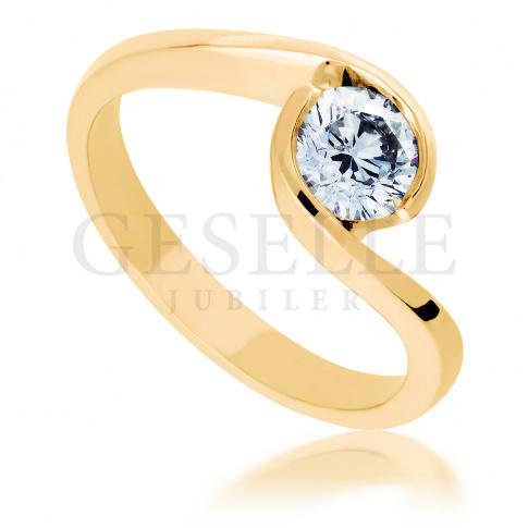 Okazały pierścionek zaręczynowy z niezwykłym brylantem o masie 0.45 ct