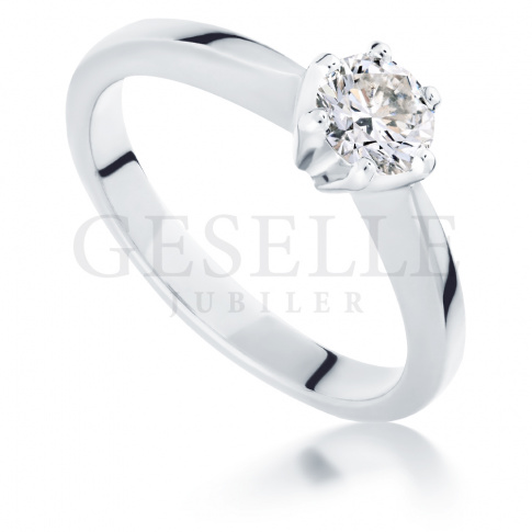 Doskonały pierścionek zaręczynowy z imponującym brylantem 0.45 ct