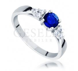 Niezwykle pożądany pierścionek zaręczynowy z białego złota próby 585 - szafir naturalny i brylanty