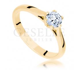Złoty, klasyczny pierścionek z brylantem w oryginalnej, tulipanowej oprawie