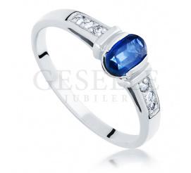 Czarujący pierścionek zaręczynowy z szafirem oraz brylantami wykonany z białego złota
