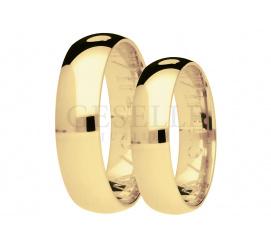 Tradycyjne półokrągłe obrączki z żółtego złota , pokryte dekoracjnym matem, szerokość 5 mm