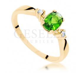 Jedyny w swoim rodzaju pierścionek z żółtego złota z przepięknym diopsydem