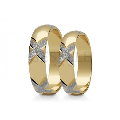Niezwykły komplet obrączek z polerowanego, klasycznego złota i efektownych zdobień z białego kruszcu