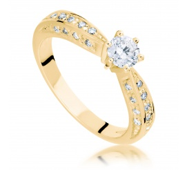 Niezwykły pierścionek z brylantami o masie 0,45 ct wykonany z żółtego złota