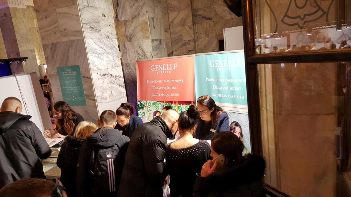 Zainteresowani Klienci przy stoisku GESELLE na Polskiej Gali Ślubnej