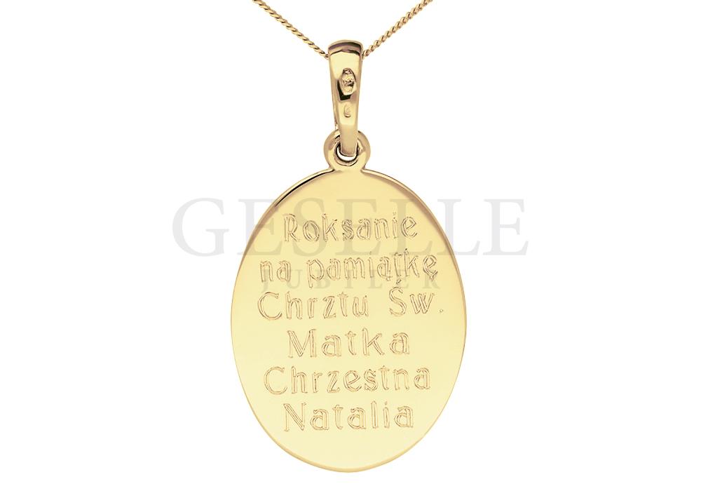 Pamiątkowy grawerunek na złotym medaliku - prezent z okazji Chrztu Świętego