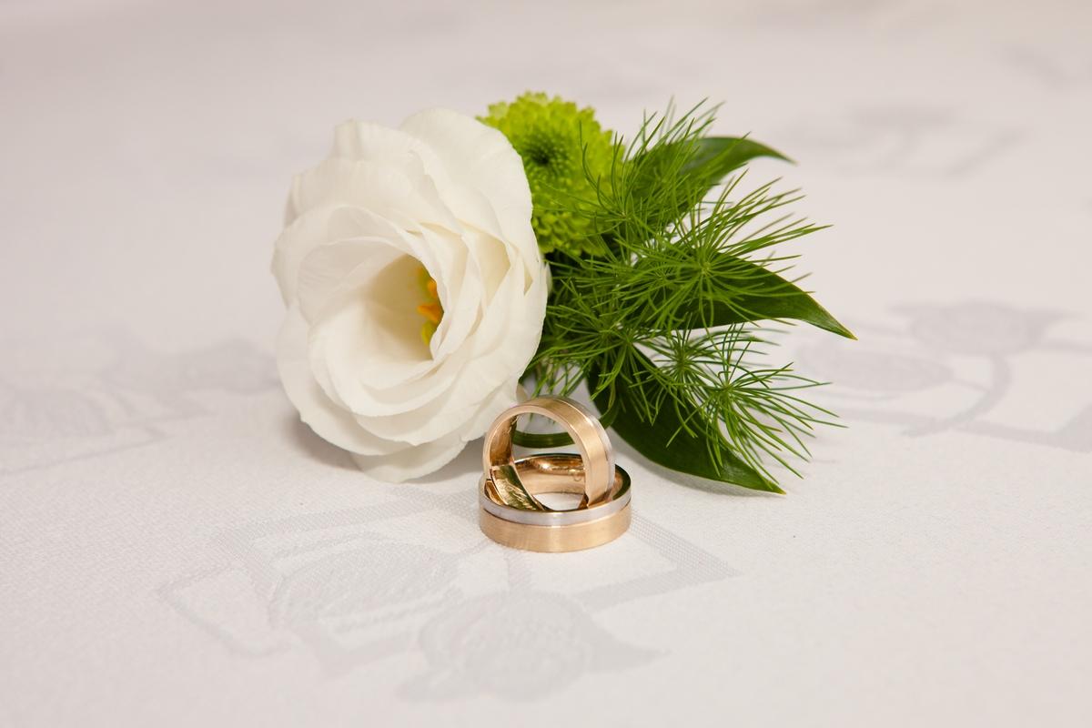 Złoty komplet obrączek ślubnych Antoniny i Tomasza - GESELLE Jubiler